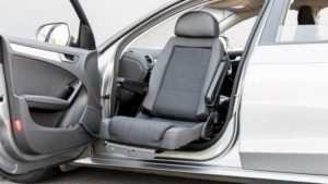 セダン・スポーツカーなどの運転席・助手席を回転シートに