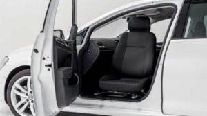 コンパクトカー・セダンなどの運転席・助手席を回転シートに